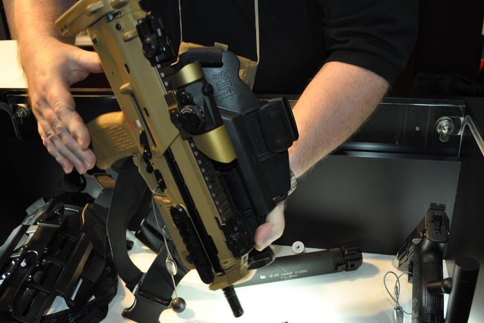 HK MP7 + Leg and Shoulder Rig