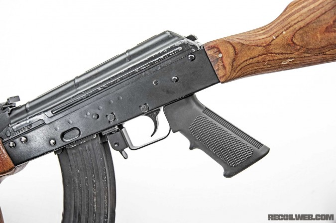 ak-4-minute-fixes-ar-handgrip-002